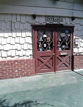 Animal Care Costa Mesa - All Creatures Care Cottage Veterinary Hospital entrance
